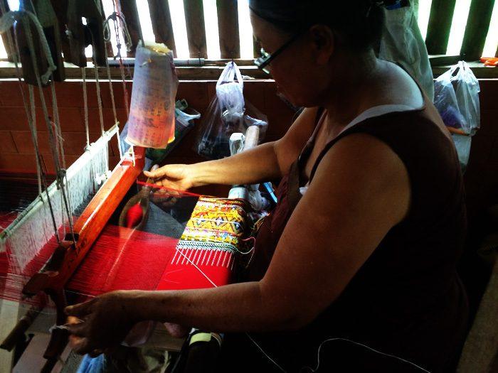 33メーチェム手織り仕事